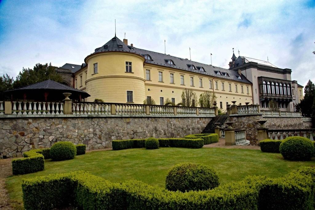 ZÁMEK ZBIROH – 1 až 6 nocí na zámku
